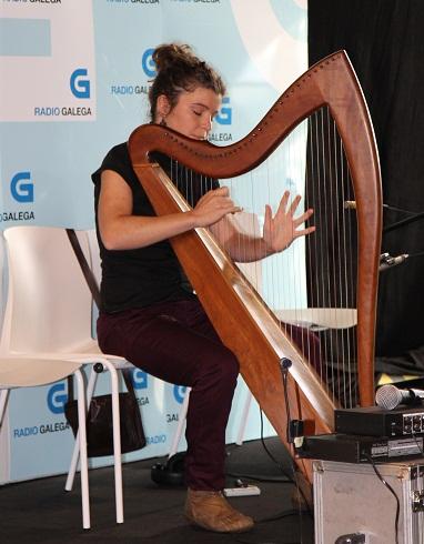 Bea Martinez og harpa